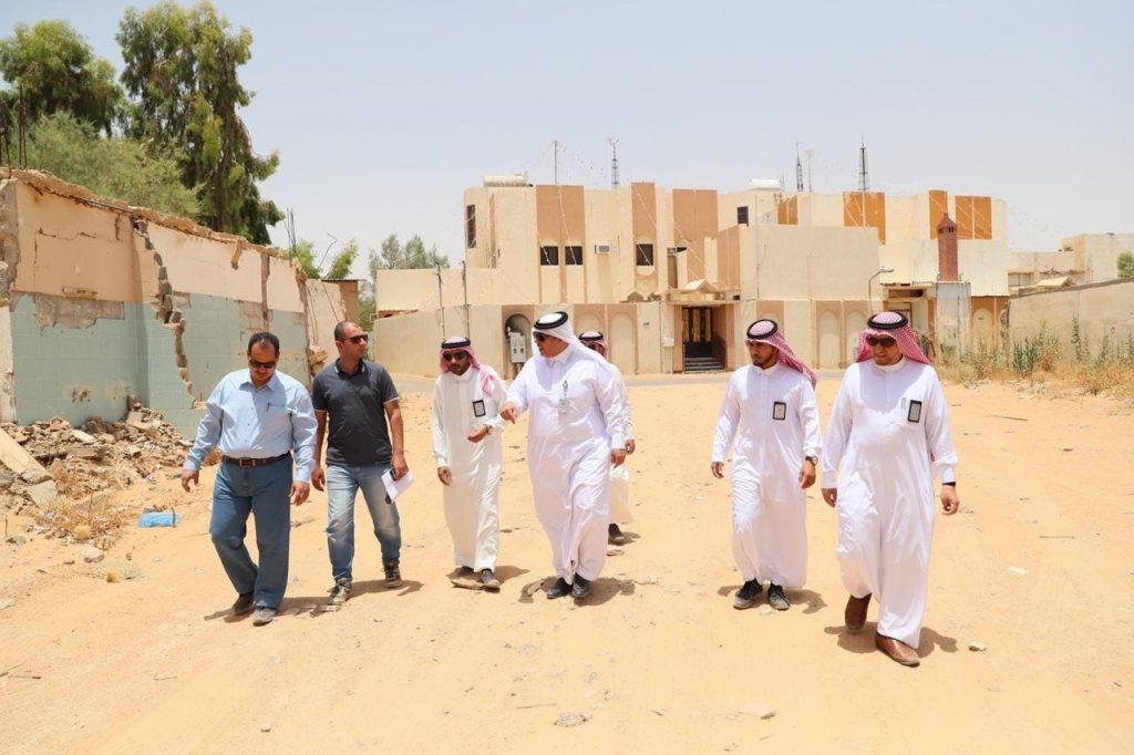 أمين الجوف يتفقد سير أعمال مشروع طريق الملك سعود والعرب