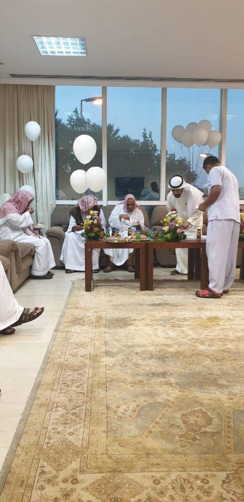 معايدة المسنين وزيارات مظاهر العيد بحائل ترسم اللإبتسامه علی الأباء