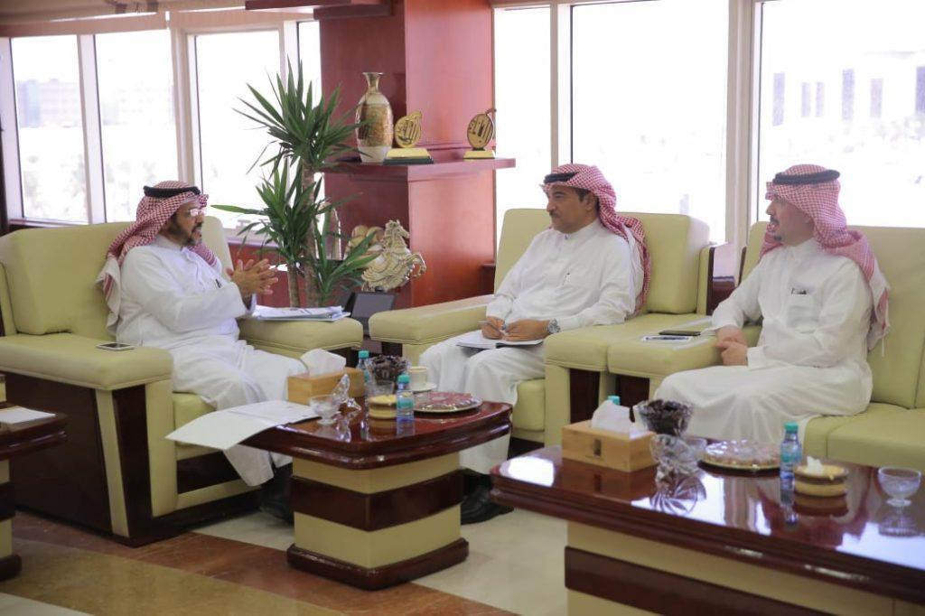 إمارة المنطقة وجامعة الجوف  تبحثان آليات تفعيل كرسي الأمير نواف بن عبدالعزيز للتنمية المستدامة، وتفعيل حاضنات الأعمال