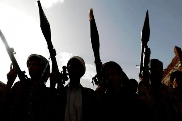 قصف حوثي استهدف الأحياء السكنية شرق تعز.. ومقتل امرأة وإصابة 11 مدنياً