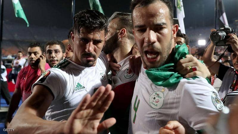 مصر ترحل مشجعين جزائريين بعد مباراة نصف نهائي أمم أفريقيا
