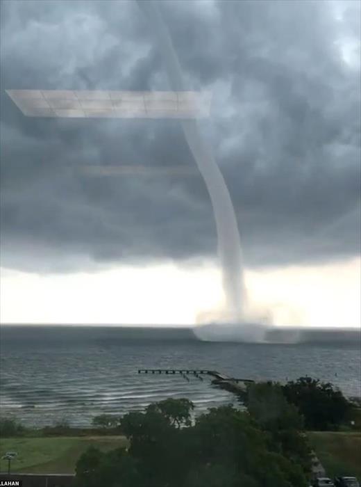 """العاصفة """"باري"""" تضرب ولاية لويزيانا الأمريكية وإجلاء آلاف السكان"""