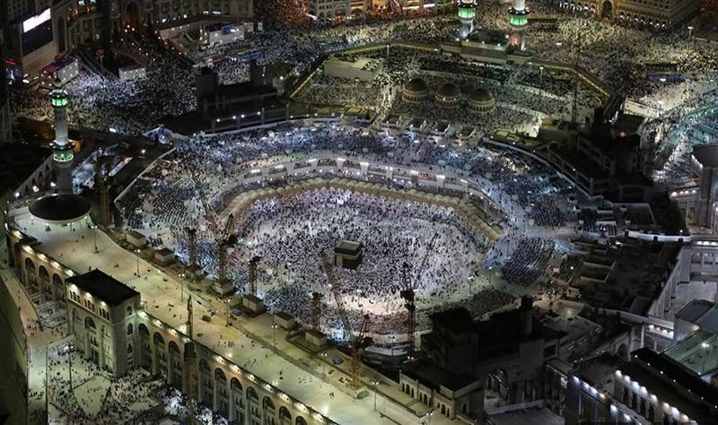 أداء صلاة الخسوف بالمسجد الحرام
