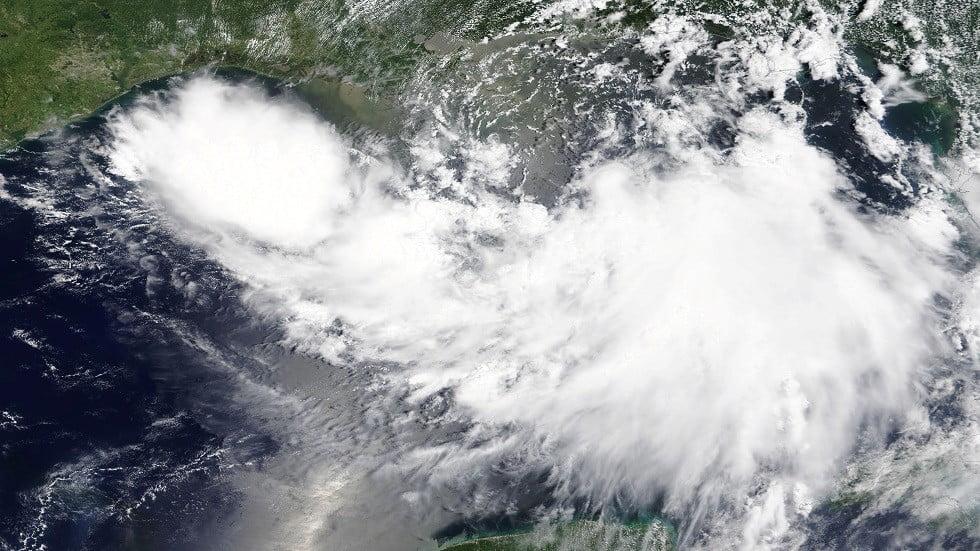 ترامب يعلن حالة الطوارىء مع اقتراب عاصفة استوائية من ساحل نيو أورلينز
