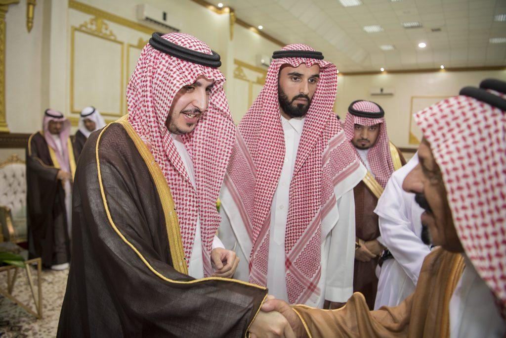الأمير فيصل بن نواف يستقبل المواطنين والمسؤولين بمركز صوير