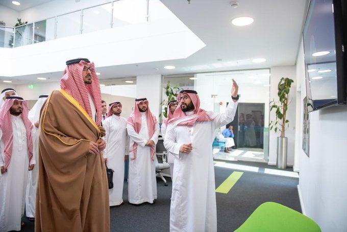 نائب أمير المدينة المنورة يزور مجمع نماء المنورة للأ عمال