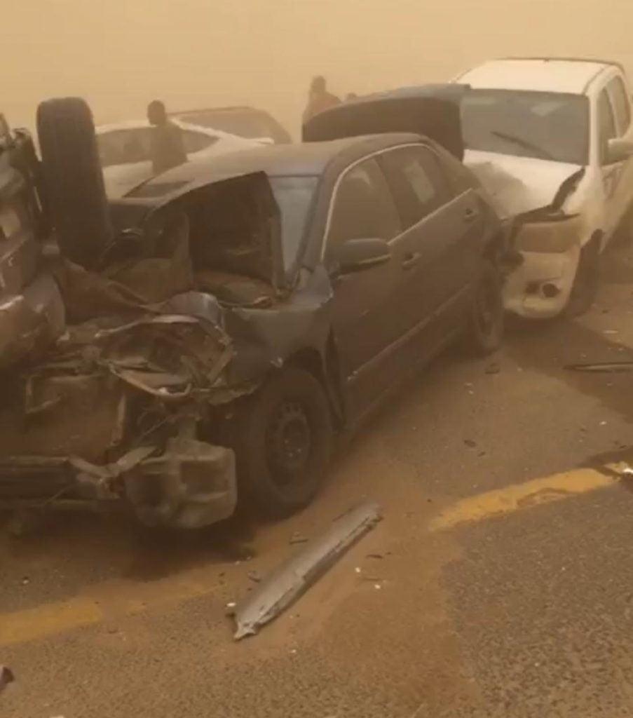 بالفيديو والصور .. حادث تصادم جماعي بطريق بيش – صبيا خلال الغبار نتج عنه اًربع إصابات متوسطة وتلفيات بالمركبات