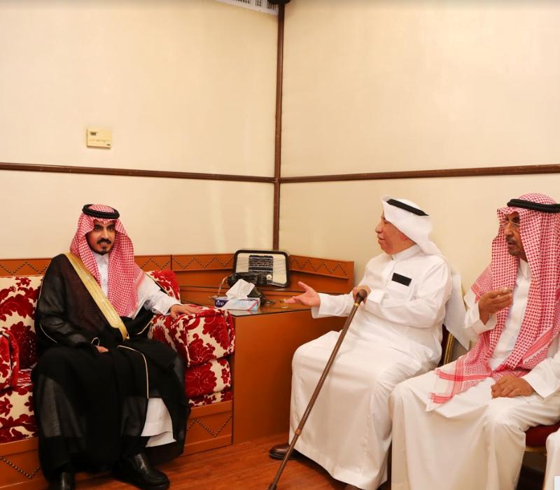 نائب أمير مكة يعزي المستشار أحمد الحمدان في وفاة شقيقته