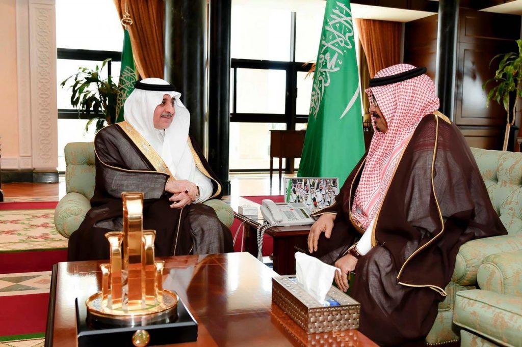 أمير تبوك يطلع على إنجازات وبرامج جمعية الأمير فهد بن سلطان الاجتماعية