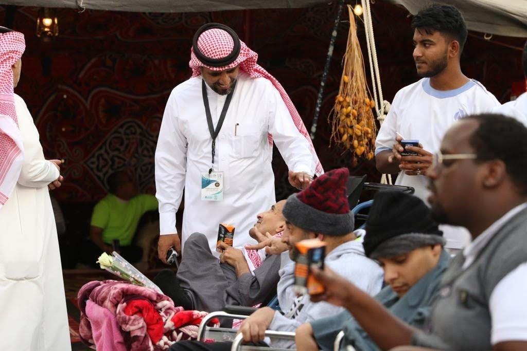 """نزلاء التأهيل الشامل بالباحة يزورون مهرجان """"فعاليات وسام البادية """""""