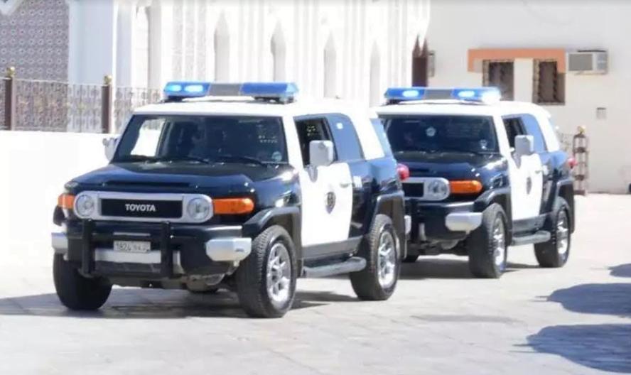 الرياض.. الإطاحة بوافد تسلل على مجمعين تجاريين واستولى على مجموعة كبيرة من الهواتف
