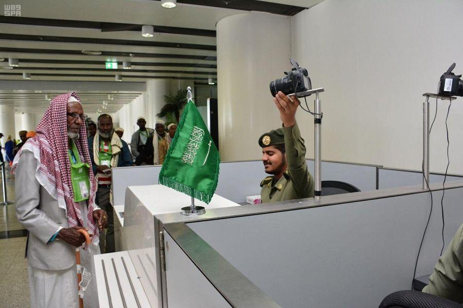 جوازات مطار المدينة المنورة تواصل أعمالها لخدمة ضيوف الرحمن