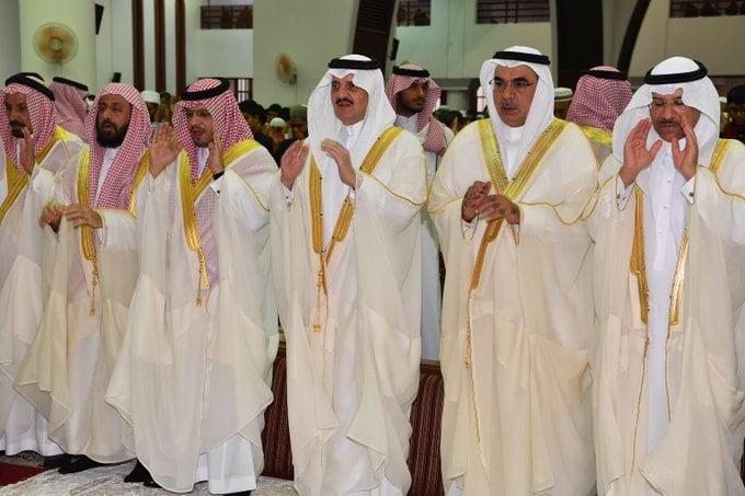 أمير الشرقية يؤدي صلاة عيد الأضحى المبارك