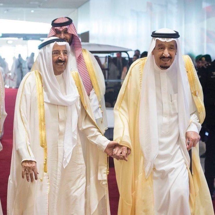 خادم الحرمين الشريفين يجري إتصالاً هاتفيًا بأمير الكويت