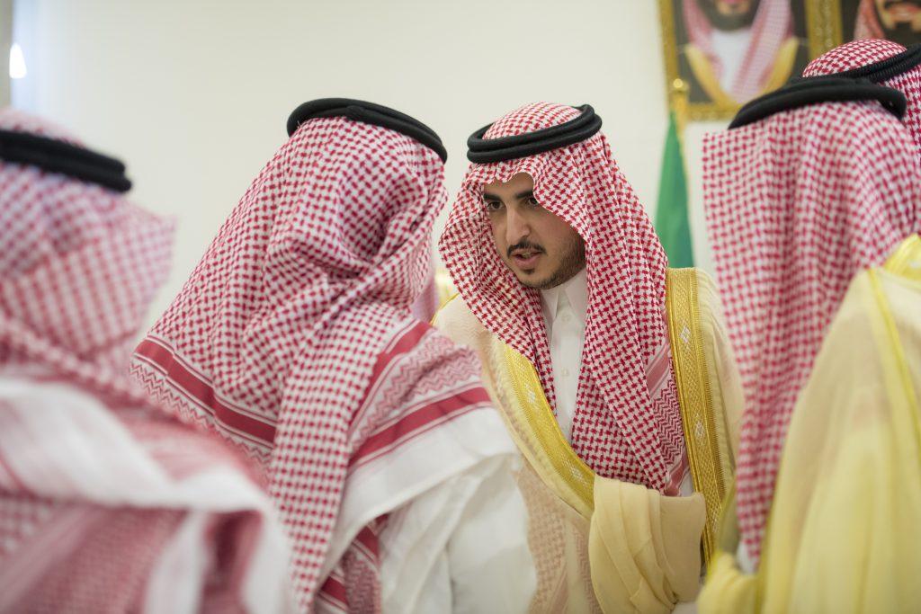 أمير الجوف يستهل زيارته التفقدية لمحافظة طبرجل بلقاء المحافظ ورؤساء المراكز والموظفين