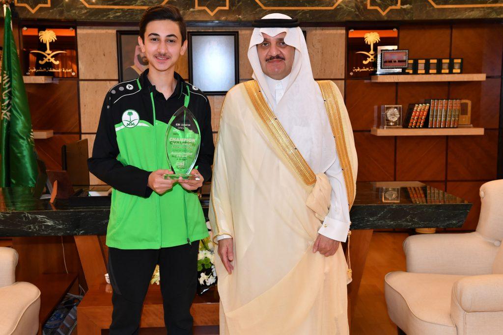 أمير الشرقية يلتقي الشاب خالد الغامدي بمناسبة تتويجه ببطولة البلياردو للناشئين
