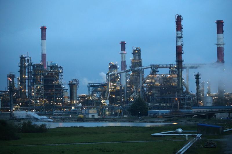 انخفاض أسعار النفط وسط مخاوف من تراجع الطلب