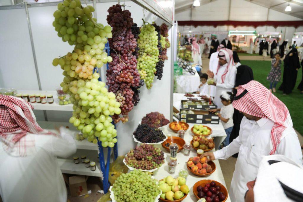 مهرجان الفاكهة بطبرجل يسجل  أكثر 100 الف زائر ومبيعات 2.5 مليون ريال