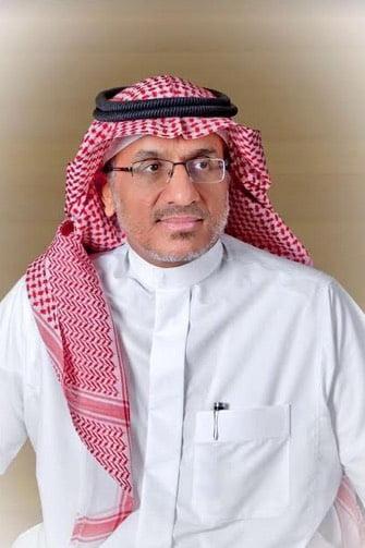معالي رئيس هيئة الهلال الاحمر السعودي يواسي ذوي المسعفين المتوفين بمنطقة تبوك