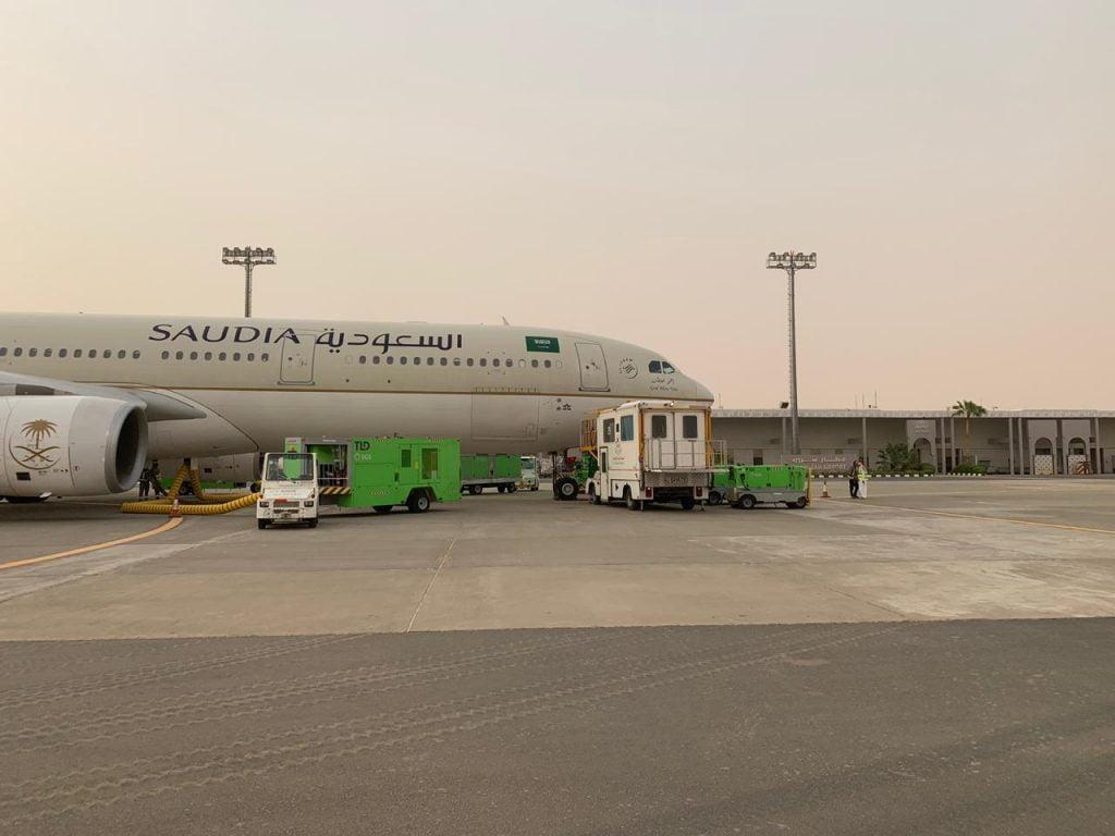 نقل 2000 حاج من أسر شهداء الشرعية من مطار شرورة إلى جدة