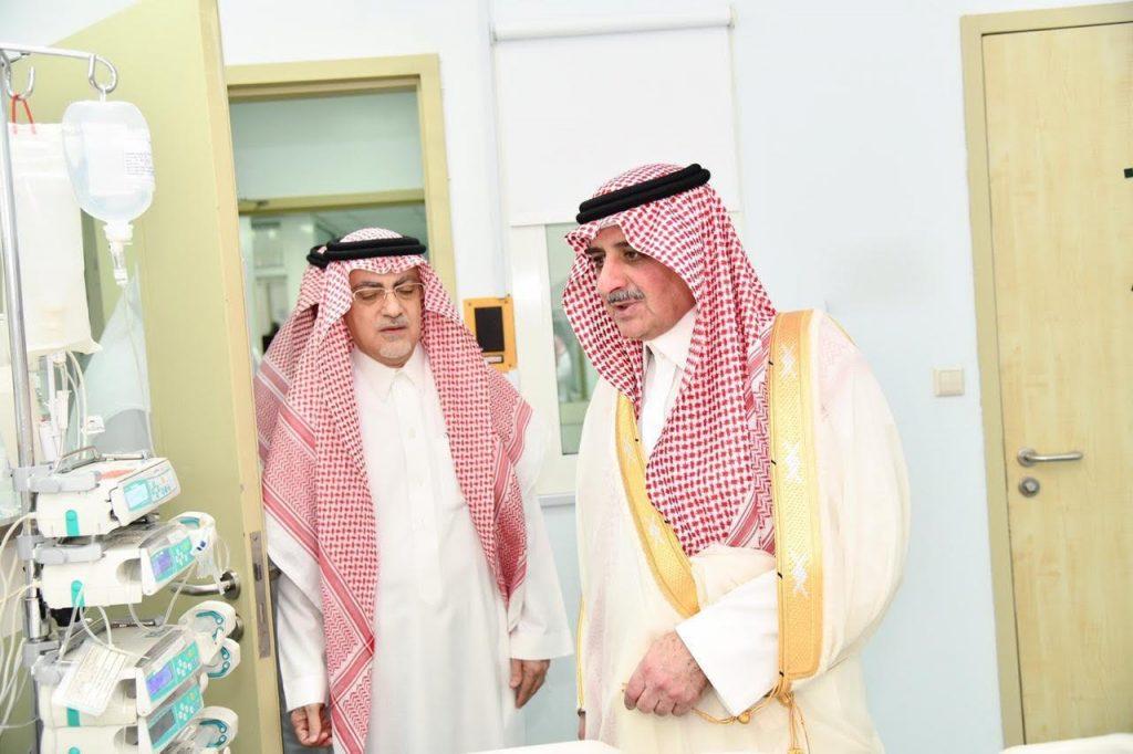 أمير تبوك يطمئن على صحة الشيخ سداد الفاخري
