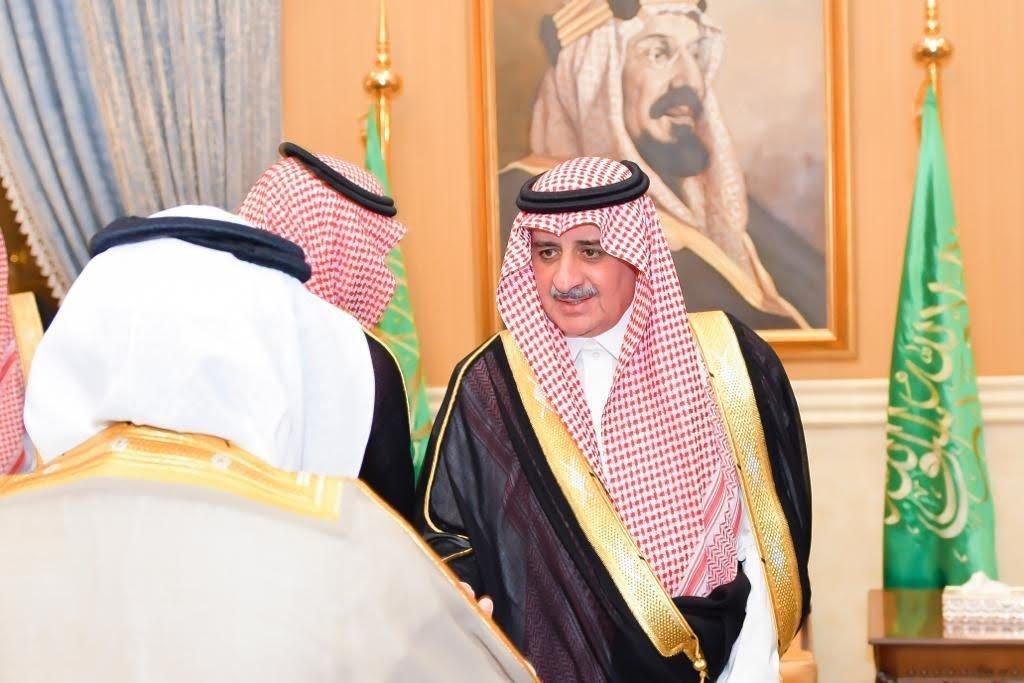 أمير تبوك يستقبل المهنئين بعيد الأضحى من المحافظين ورؤساء المراكز