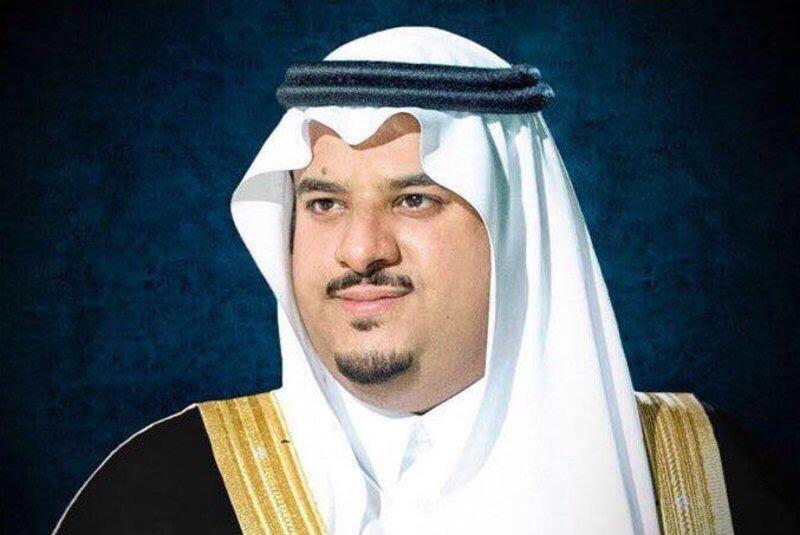 أمير الرياض بالنيابة يؤدي صلاة العيد ويستقبل المهنئين بقصر الحكم