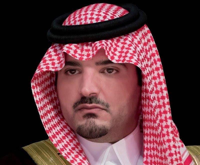 وزير الداخلية يواسي محافظ الوجه في وفاة والده