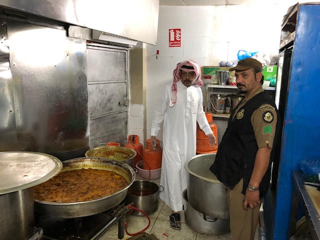 الفرق الرقابية بأمانة المدينة المنورة تتلف 3000كيلوجرام من المواد الغذائية و1500وجبة جاهزة ومعدة للتوزيع