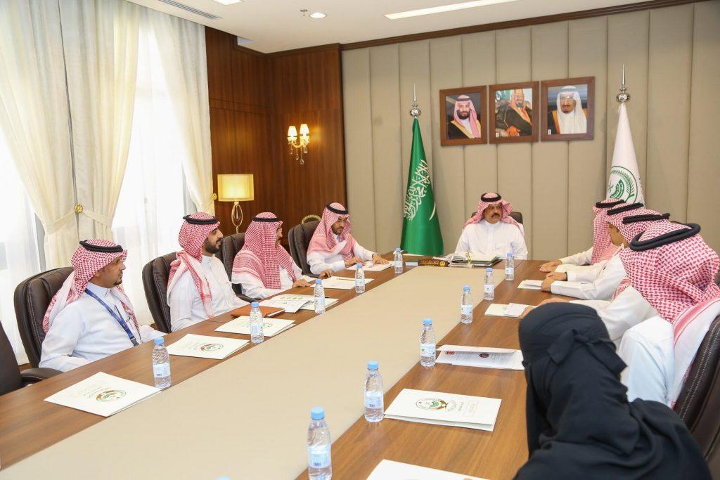أمير حائل يعقد اجتماعًا مع فريق عمل منظومة الريادة السعودية