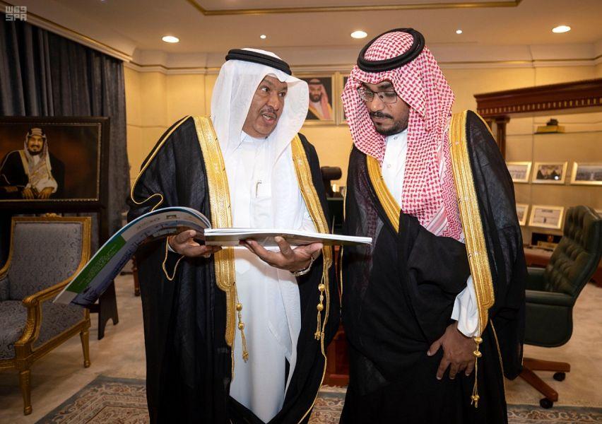 نائب أمير نجران يتسلم تقريراً لأعمال الأمانة بالمنطقة