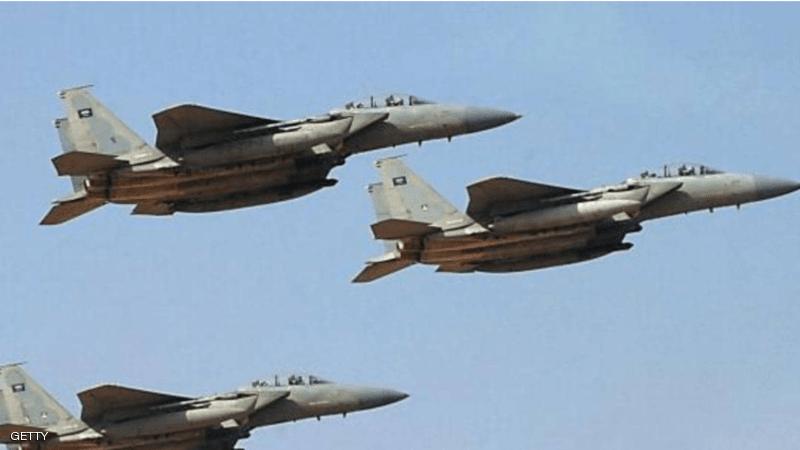سلسلة غارات تسقط عشرات القتلى والجرحى من الحوثيين