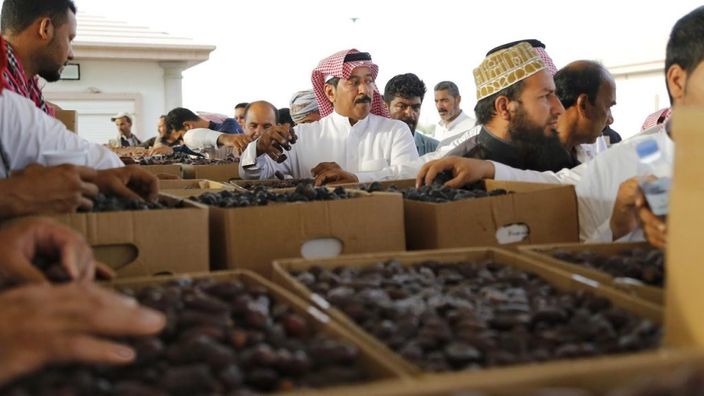 العجوة في صدارة مبيعات مهرجان المدينة المنورة للتمور بالكمية والسعر