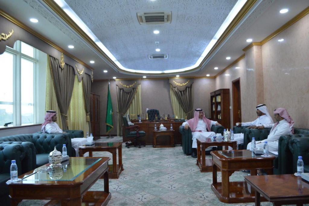 بحث سبل التعاون بين غرفة تبوك والهلال الأحمر بالمنطقة