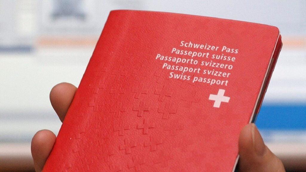 """للمرة الأولى.. سويسرا تسحب جنسيتها من شخص متهم ب """"التواطؤ مع الإرهاب"""""""