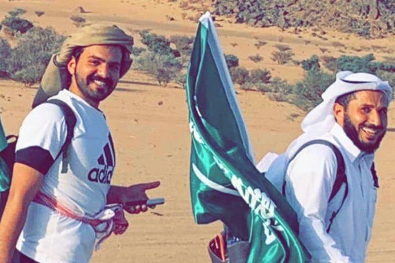 مواطنان يتوجّهان مشيًا على الأقدام من نجران إلى الرياض..والهلال الأحمر ينقل أحدهم الى المستشفى!