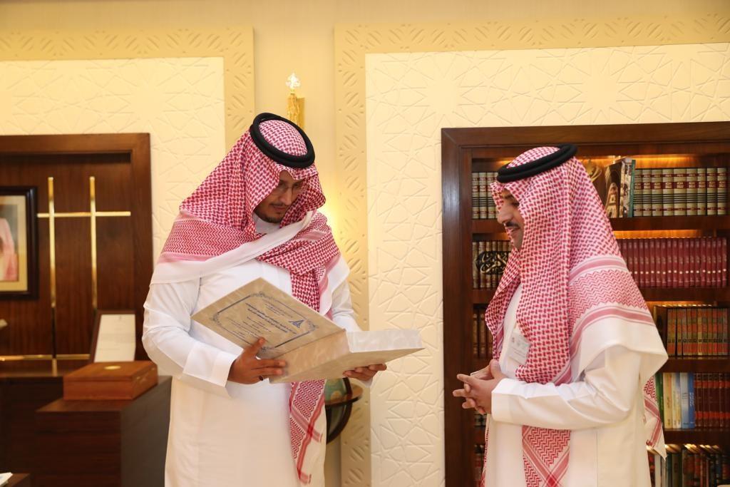 نائب أمير الشرقية يلتقي الطالب عبدالله عباجه