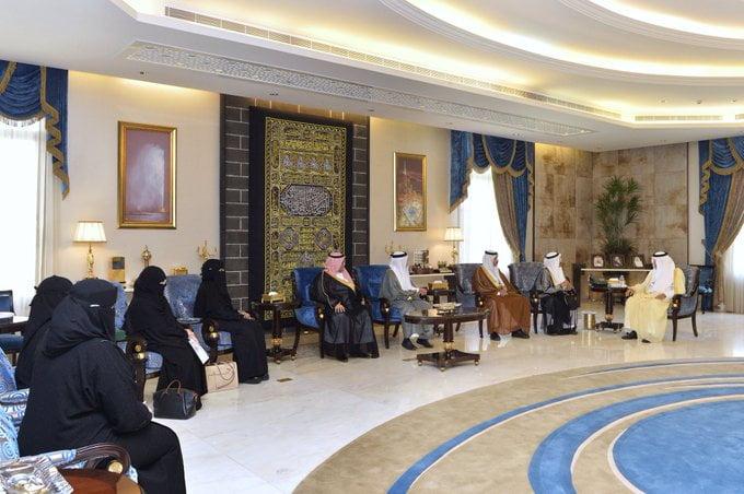 أمير مكة يستقبل رئيس لجنة شؤون الأسرة بمجلس المنطقة