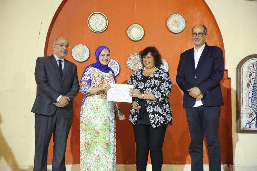 تخريج 21 من طلاب بيت جميل للفنون التراثية في القاهرة بحضور وزيرة الثقافة