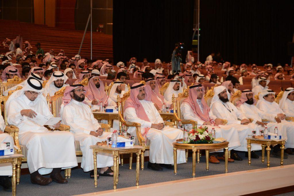 مدير جامعة الملك خالد يرعى حفل استقبال الطلاب المستجدين ويكرّم المتفوقين