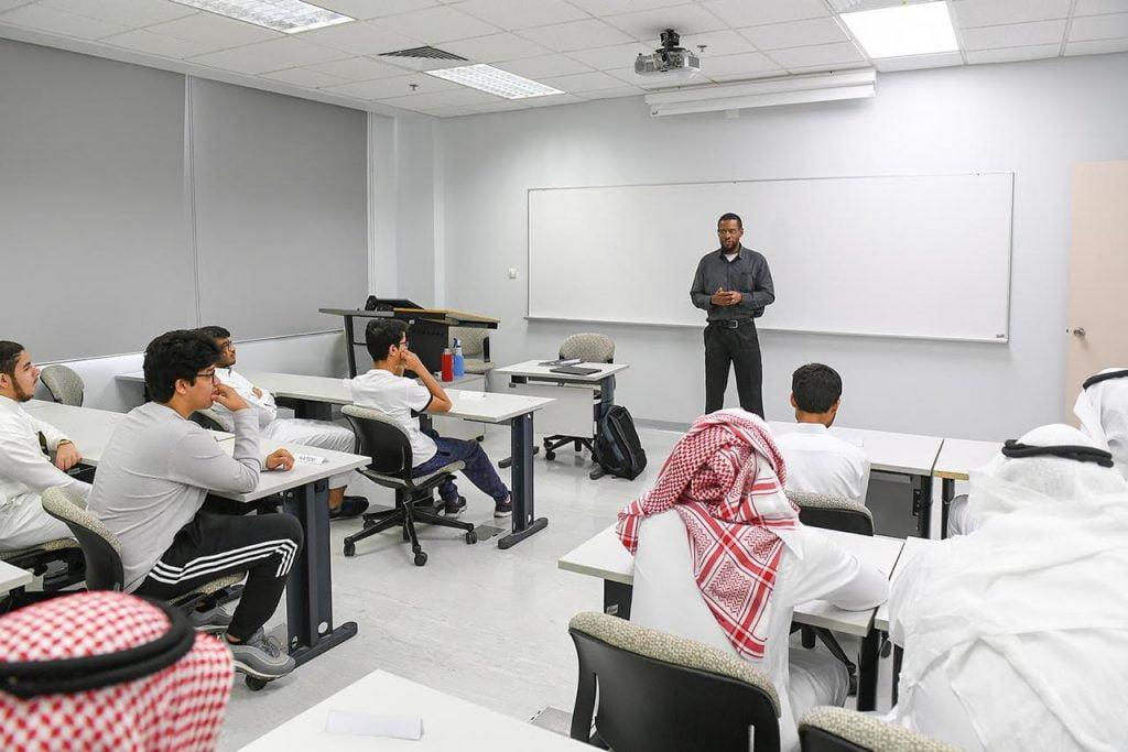 انتظام 20 طالباً وطالبة من ذوي الأعاقة البصرية على مقاعد الدراسة بجامعة الأمير محمد بن فهد