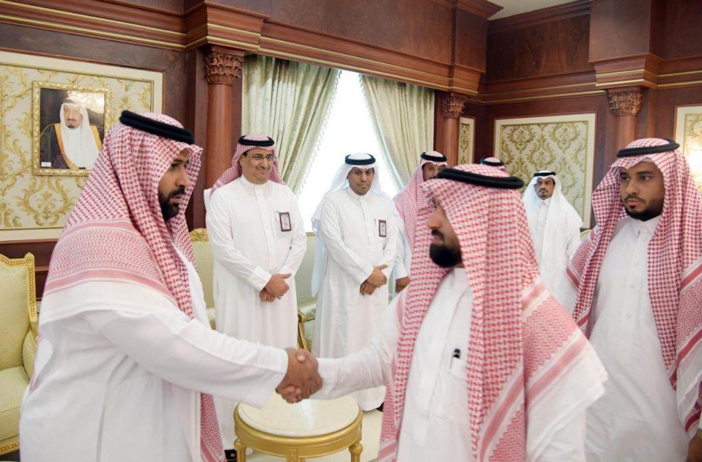 أكد على خدمة المواطن والمنطقة .. أمير جازان بالنيابة يستقبل أمين ورؤساء بلديات المنطقة