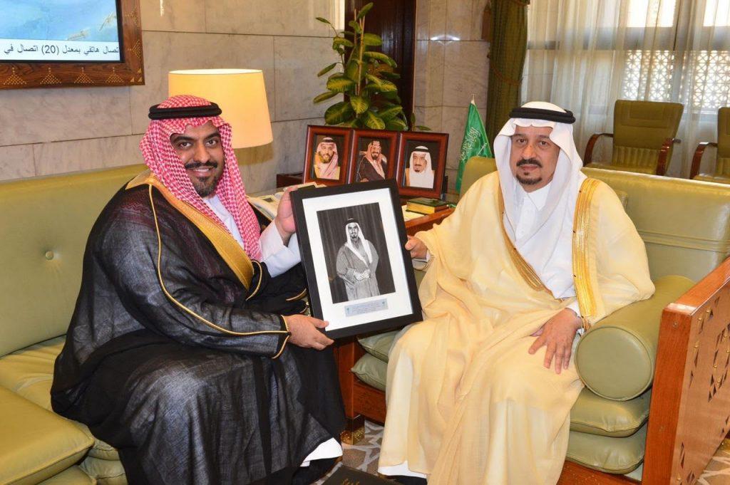 أمير منطقة الرياض يستقبل الدكتور الحنيحن