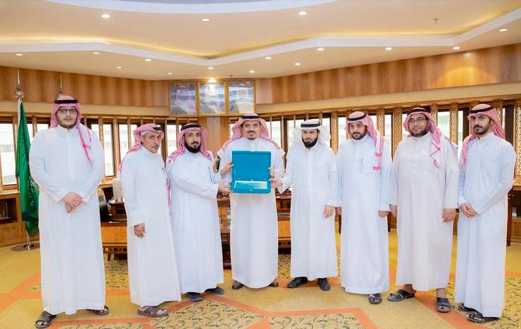 مدير جامعة القصيم يتسلم التقرير السنوي لأمانة المجلس العلمي