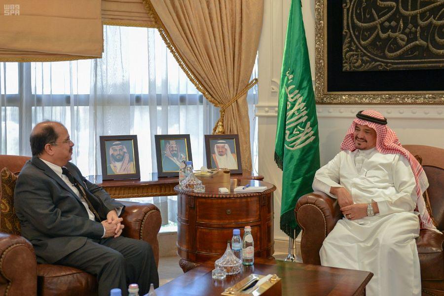 وزير الحج والعمرة يستقبل السفير الهندي لدى المملكة