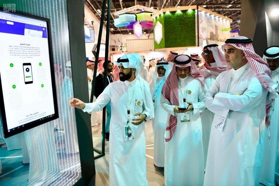 مدير مركز المعلومات الوطني يزور منصة وزارة الداخلية بمعرض جيتكس للتقنية