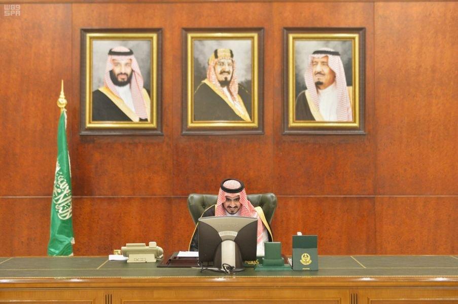 نائب أمير مكة يستعرض أعمال لجنة التنمية الاجتماعية بمجلس المنطقة