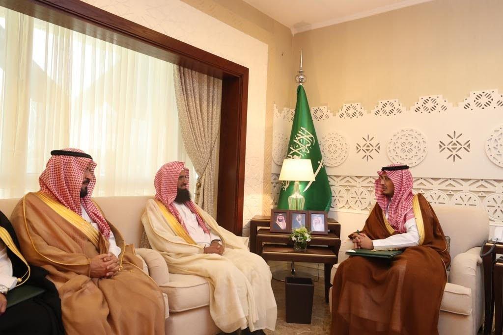 """نائب أمير الشرقية يلتقي أعضاء """"الفقهية السعودية"""" ومنظمي اللقاء القضائي السادس"""