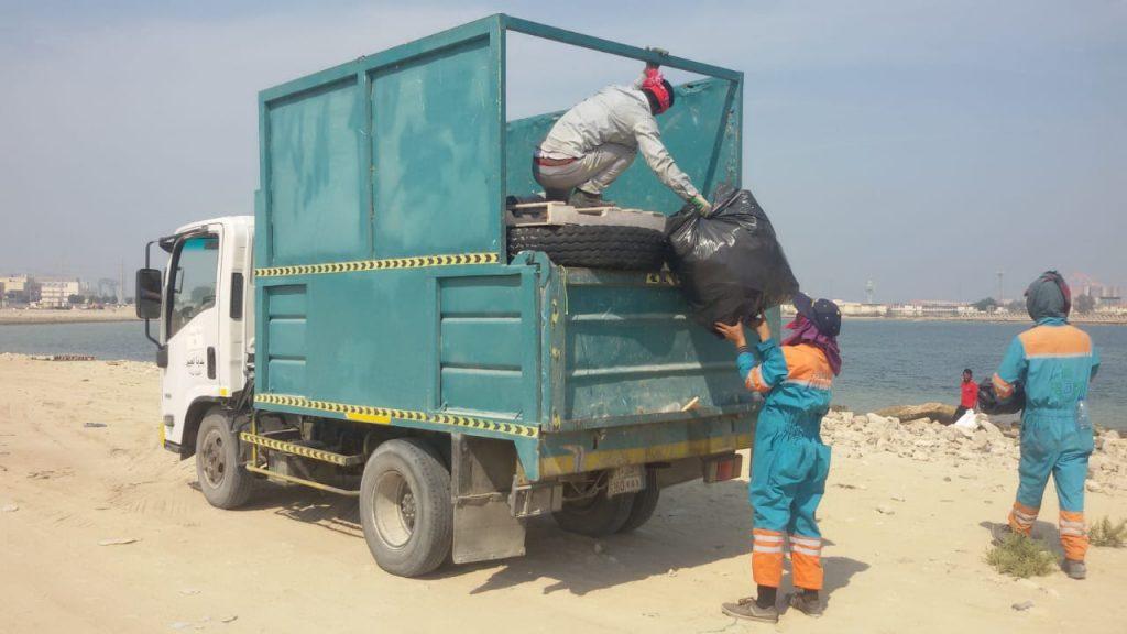 """بلدية الجبيل تطلق حملة """"نظافة """" لرفع الأنقاض ومخلفات المشاريع"""