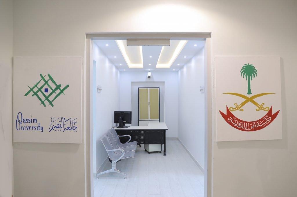 مدير جامعة القصيم يفتتح جناح الجامعة الأكاديمي بسجن الطرفية